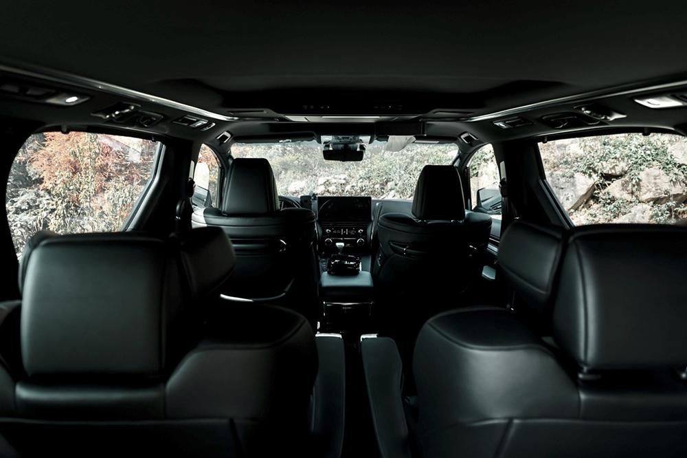 Lexus LM 300h-Interior
